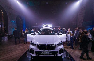 Презентация BMW X5: ярко и весело