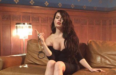Певица Елена Князева выпустила откровенный клип