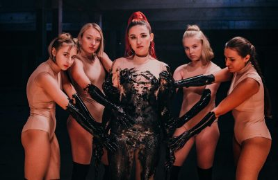 AnDy Darling исполнила гимн феминизму